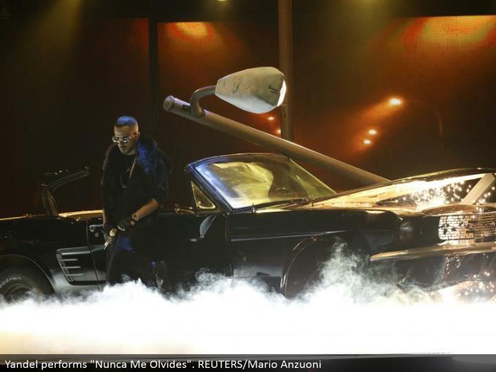 """Yandel performs """"Nunca Me Olvides"""". REUTERS/Mario Anzuoni"""