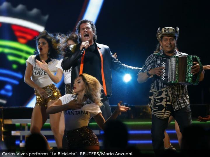 """Carlos Vives performs """"La Bicicleta"""". REUTERS/Mario Anzuoni"""