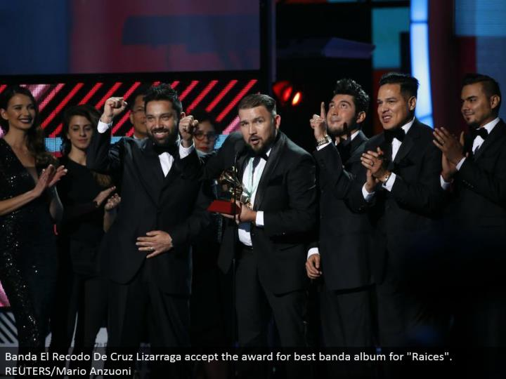 """Banda El Recodo De Cruz Lizarraga acknowledge the honor for best banda collection for """"Raices"""". REUTERS/Mario Anzuoni"""