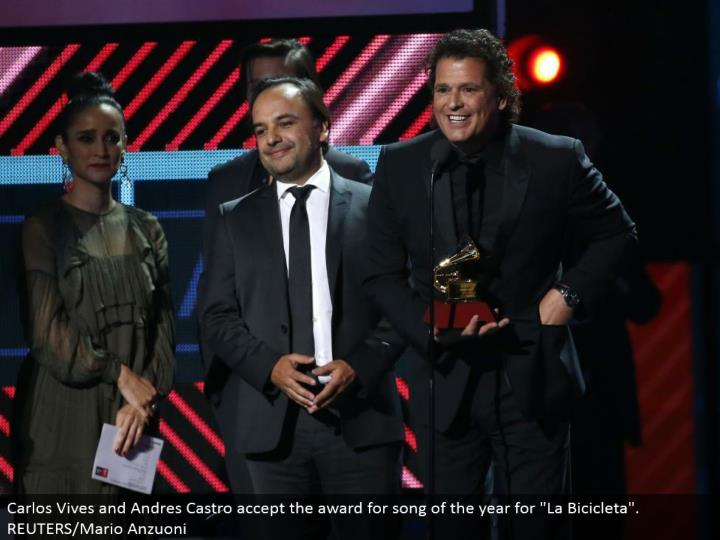 "Carlos Vives and Andres Castro acknowledge the honor for tune of the year for ""La Bicicleta"". REUTERS/Mario Anzuoni"