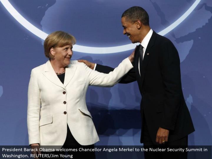 President Barack Obama invites Chancellor Angela Merkel to the Nuclear Security Summit in Washington. REUTERS/Jim Young