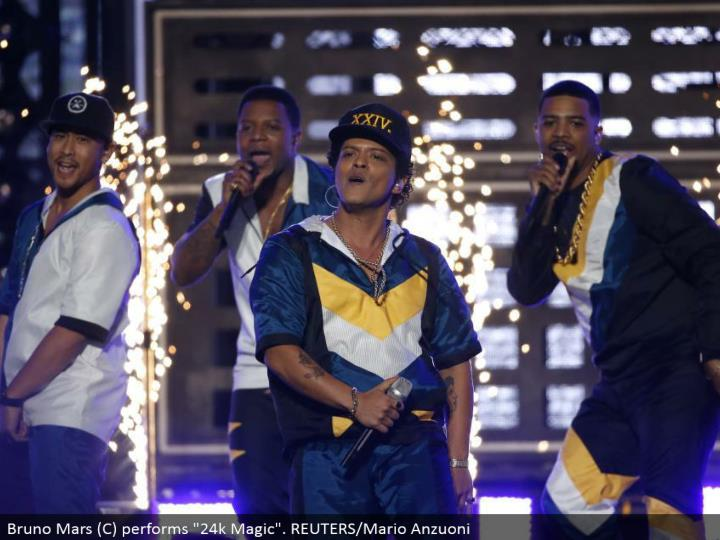 "Bruno Mars (C) performs ""24k Magic"". REUTERS/Mario Anzuoni"
