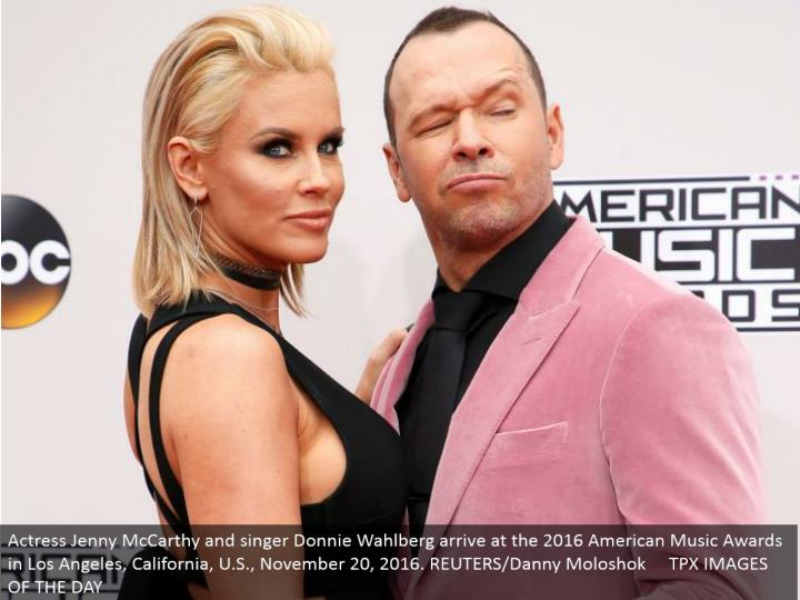 Actress Jenny McCarthy and vocalist Donnie Wahlberg get in contact at the 2016 American Music Awards in Los Angeles, California, U.S., November 20, 2016. REUTERS/Danny Moloshok TPX IMAGES OF THE DAY