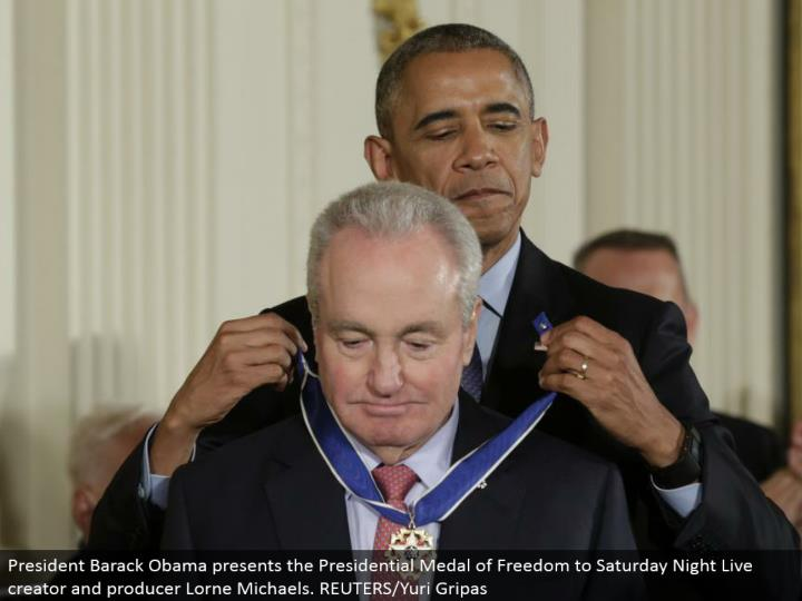 President Barack Obama presents the Presidential Medal of Freedom to Saturday Night Live maker and maker Lorne Michaels. REUTERS/Yuri Gripas
