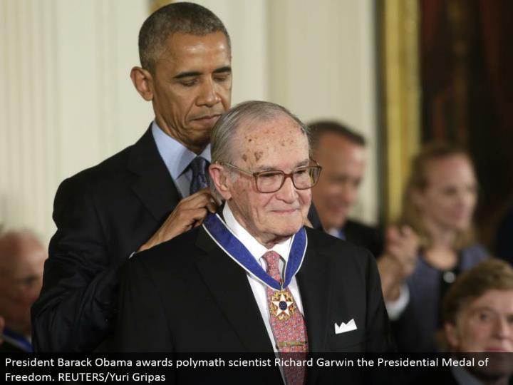 President Barack Obama grants polymath researcher Richard Garwin the Presidential Medal of Freedom. REUTERS/Yuri Gripas