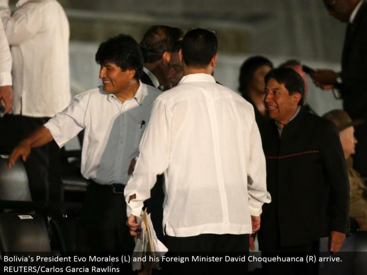 Bolivia's President Evo Morales (L) and his Foreign Minister David Choquehuanca (R) arrive. REUTERS/Carlos Garcia Rawlins