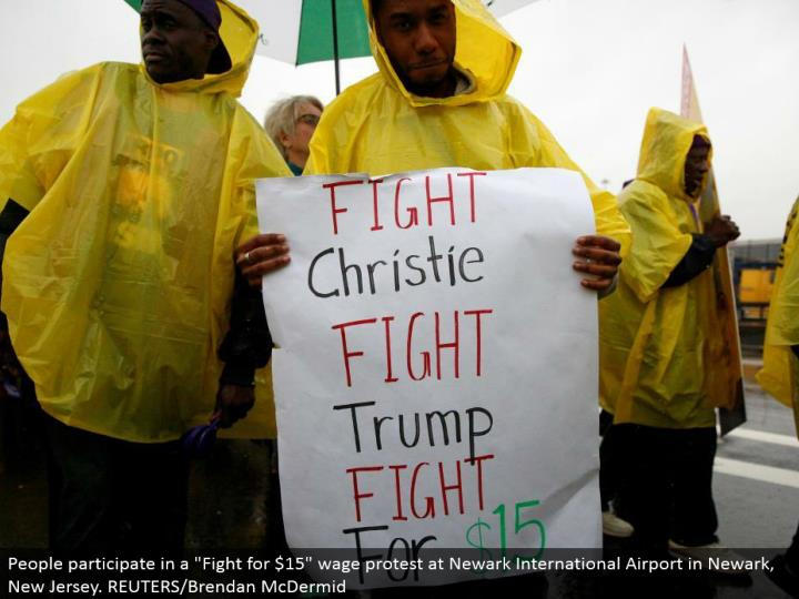 "People take an interest in a ""Battle for $15"" wage challenge at Newark International Airport in Newark, New Jersey. REUTERS/Brendan McDermid"