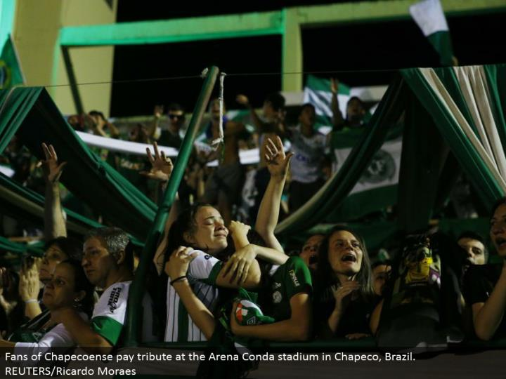 Fans of Chapecoense pay tribute at the Arena Conda stadium in Chapeco, Brazil. REUTERS/Ricardo Moraes