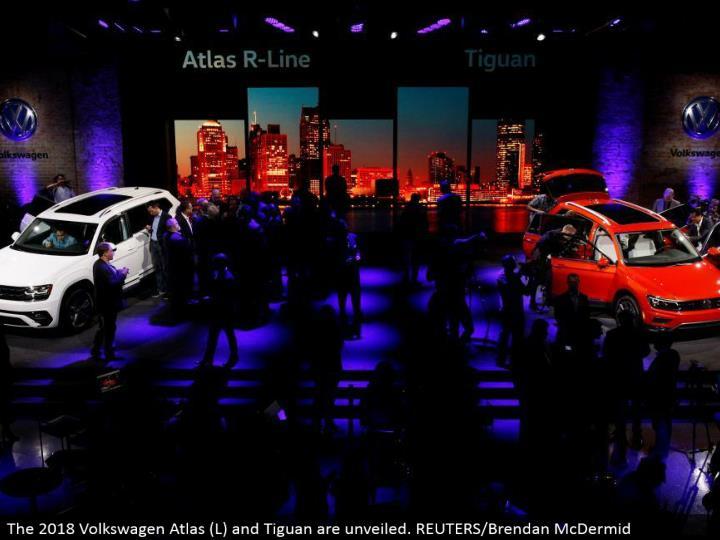 The 2018 Volkswagen Atlas (L) and Tiguan are disclosed. REUTERS/Brendan McDermid
