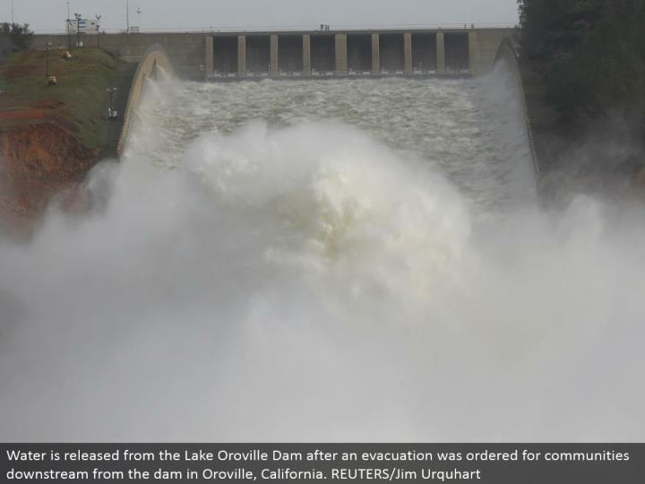 Water is discharged from the Lake Oroville Dam after a departure was requested for groups downstream from the dam in Oroville, California. REUTERS/Jim Urquhart
