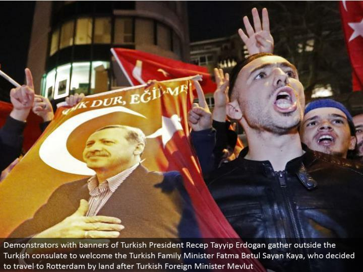 Demonstrators with pennants of Turkish President Recep Tayyip Erdogan assemble outside the Turkish department to welcome the Turkish Family Minister Fatma Betul Sayan Kaya, who chose to go to Rotterdam via arrive after Turkish Foreign Minister Mevlut