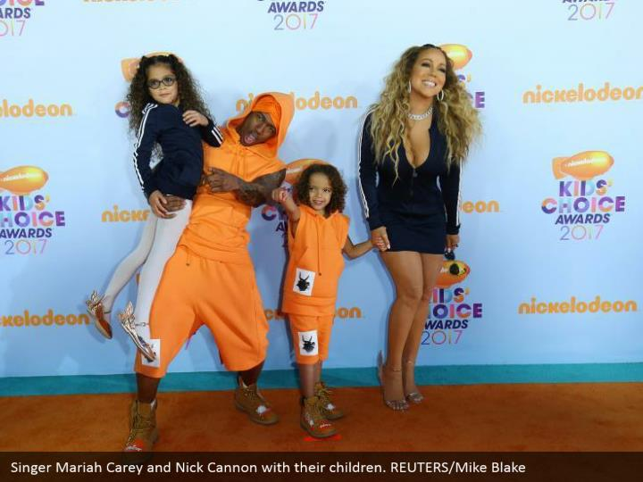 Singer Mariah Carey and Nick Cannon with their kids. REUTERS/Mike Blake