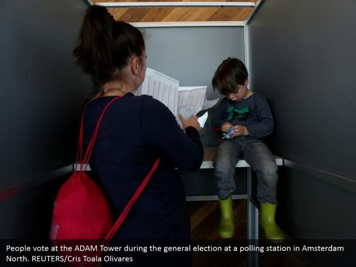 People vote at the ADAM Tower amid the general decision at a surveying station in Amsterdam North. REUTERS/Cris Toala Olivares