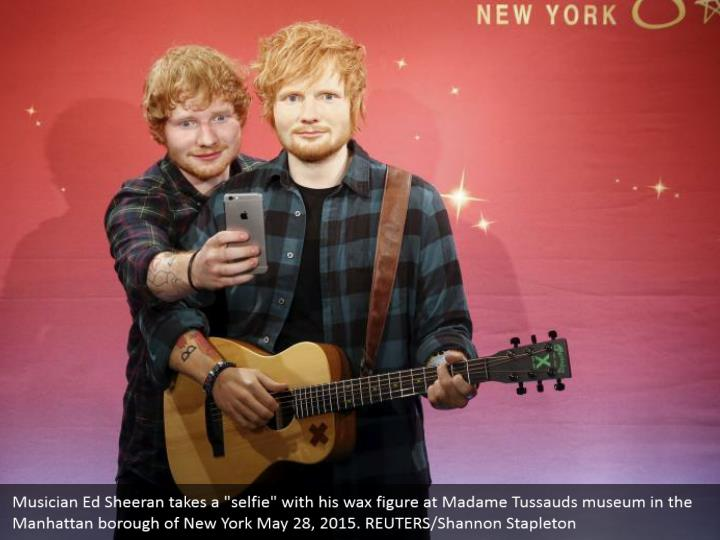 """Musician Ed Sheeran takes a """"selfie"""" with his wax figure at Madame Tussauds museum in the Manhattan borough of New York May 28, 2015. REUTERS/Shannon Stapleton"""