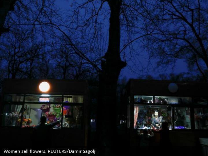 Women sell flowers. REUTERS/Damir Sagolj