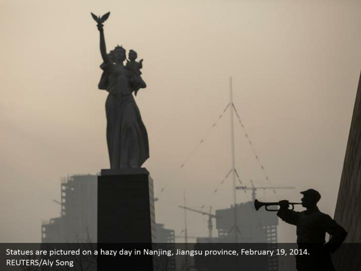 Statues are pictured on a hazy day in Nanjing, Jiangsu province, February 19, 2014. REUTERS/Aly Song