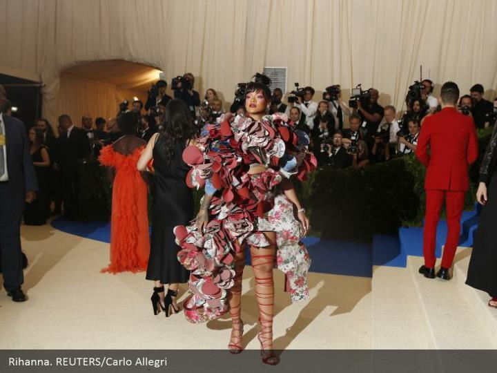 Rihanna. REUTERS/Carlo Allegri