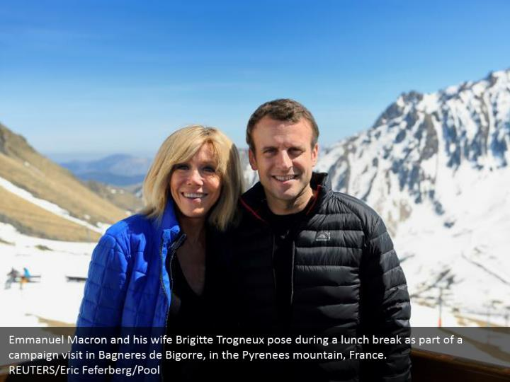 Emmanuel Macron and his wife Brigitte Trogneux pose during a lunch break as part of a campaign visit in Bagneres de Bigorre, in the Pyrenees mountain, France.  REUTERS/Eric Feferberg/Pool