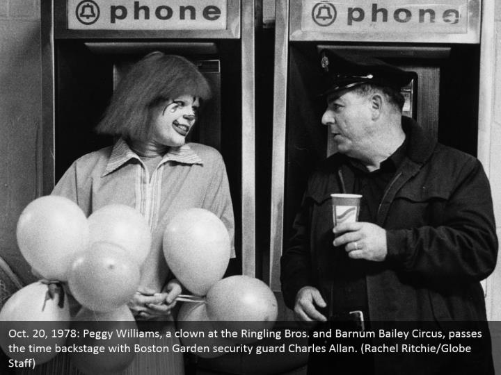 Oct. 20, 1978: Peggy Williams, a clown at the Ringling Bros. and Barnum Bailey Circus, passes the time backstage with Boston Garden security guard Charles Allan. (Rachel Ritchie/Globe Staff)