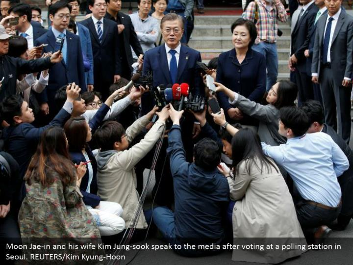 Moon Jae-in and his wife Kim Jung-sook speak to the media after voting at a polling station in Seoul. REUTERS/Kim Kyung-Hoon