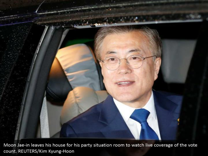 Moon Jae-in leaves his house for his party situation room to watch live coverage of the vote count. REUTERS/Kim Kyung-Hoon