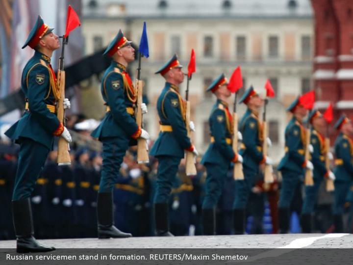 Russian servicemen stand in formation. REUTERS/Maxim Shemetov