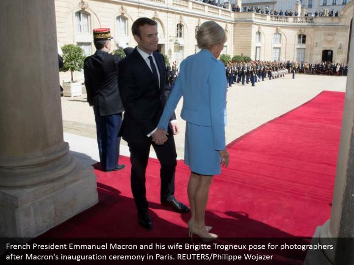 French President Emmanuel Macron and his wife Brigitte Trogneux pose for photographers after Macron's inauguration ceremony in Paris. REUTERS/Philippe Wojazer