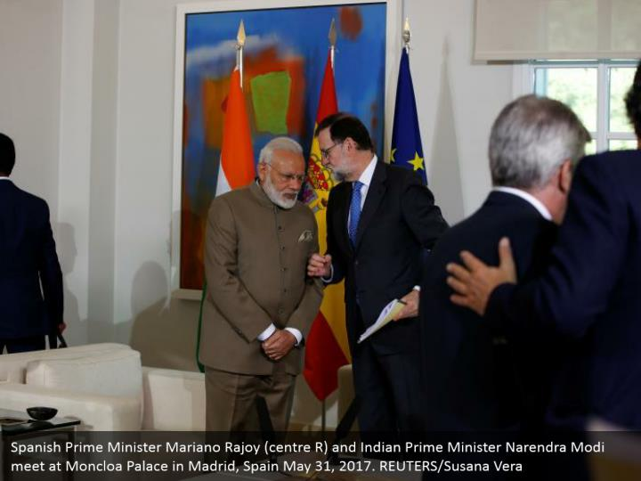 Spanish Prime Minister Mariano Rajoy (centre R) and Indian Prime Minister Narendra Modi meet at Moncloa Palace in Madrid, Spain May 31, 2017. REUTERS/Susana Vera