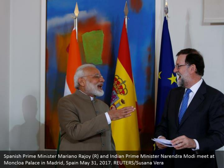 Spanish Prime Minister Mariano Rajoy (R) and Indian Prime Minister Narendra Modi meet at Moncloa Palace in Madrid, Spain May 31, 2017. REUTERS/Susana Vera