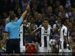 juventus juan cuadrado is sent off by referee