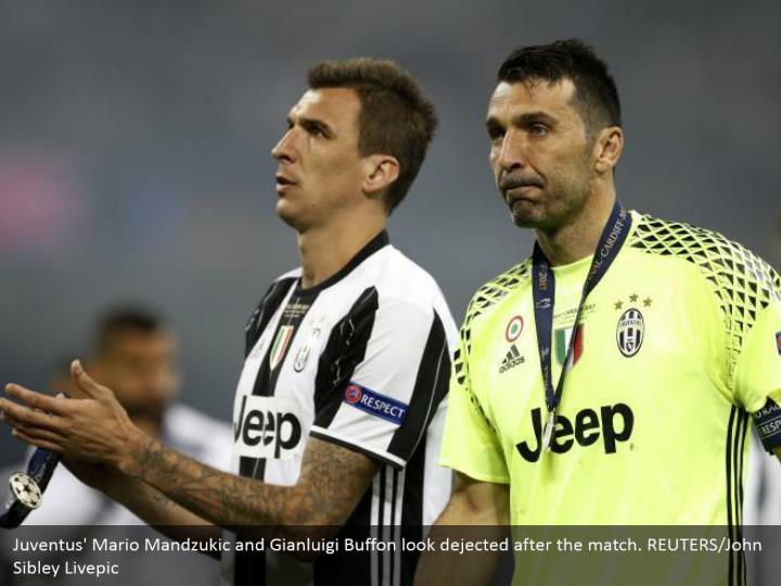 Juventus' Mario Mandzukic and Gianluigi Buffon look dejected after the match. REUTERS/John Sibley Livepic