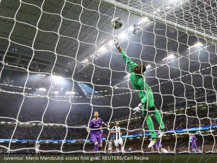 Juventus' Mario Mandzukic scores first goal. REUTERS/Carl Recine