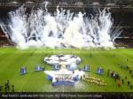 real madrid celebrate with the trophy reuters