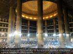 indonesian muslims pray for the first