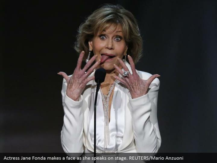 Actress Jane Fonda makes a face as she speaks on stage. REUTERS/Mario Anzuoni