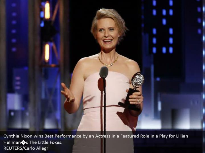 Cynthia Nixon wins Best Performance by an Actress in a Featured Role in a Play for Lillian Hellman�s The Little Foxes.  REUTERS/Carlo Allegri