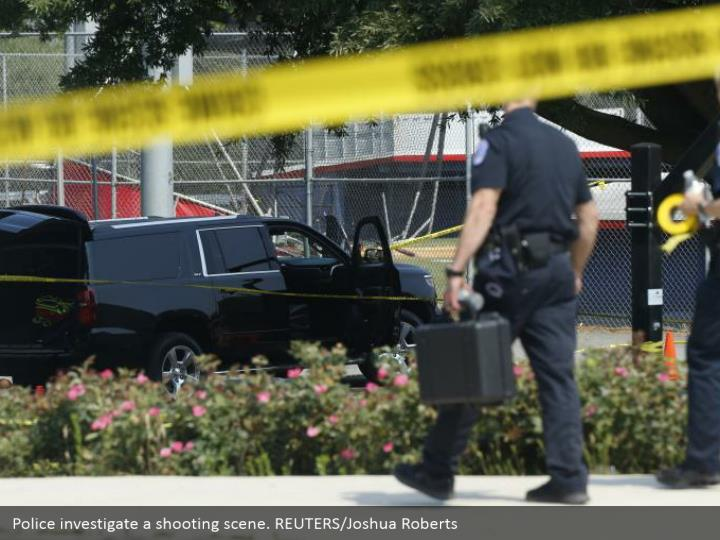 Police investigate a shooting scene. REUTERS/Joshua Roberts