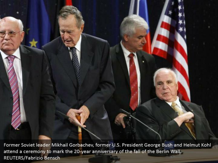Former Soviet leader Mikhail Gorbachev, former U.S. President George Bush and Helmut Kohl attend a ceremony to mark the 20-year anniversary of the fall of the Berlin Wall.  REUTERS/Fabrizio Bensch