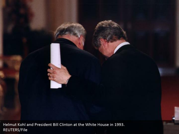 Helmut Kohl and President Bill Clinton at the White House in 1993. REUTERS/File