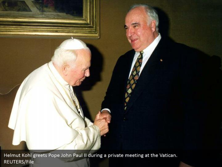 Helmut Kohl greets Pope John Paul II during a private meeting at the Vatican. REUTERS/File