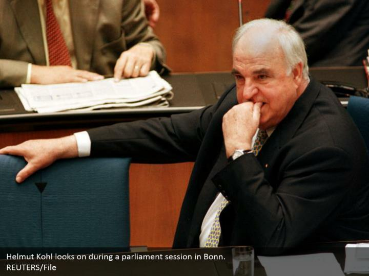 Helmut Kohl looks on during a parliament session in Bonn. REUTERS/File