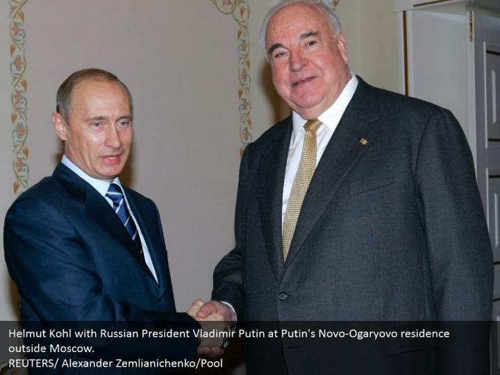 Helmut Kohl with Russian President Vladimir Putin at Putin's Novo-Ogaryovo residence outside Moscow.  REUTERS/ Alexander Zemlianichenko/Pool