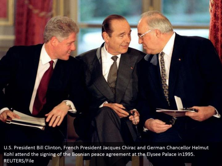 U.S. President Bill Clinton, French President Jacques Chirac and German Chancellor Helmut Kohl attend the signing of the Bosnian peace agreement at the Elysee Palace in1995.  REUTERS/File