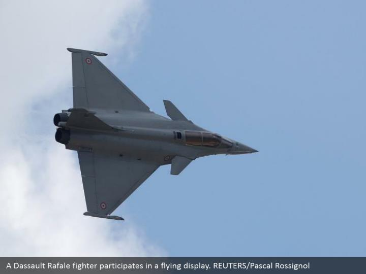 A Dassault Rafale fighter participates in a flying display. REUTERS/Pascal Rossignol