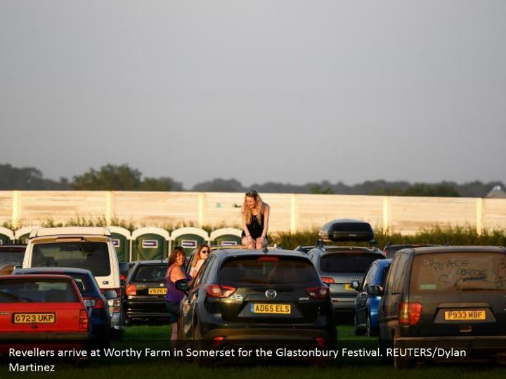 Revellers arrive at Worthy Farm in Somerset for the Glastonbury Festival. REUTERS/Dylan Martinez