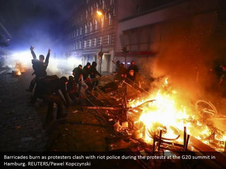 Barricades burn as protesters clash with riot police during the protests at the G20 summit in Hamburg. REUTERS/Pawel Kopczynski