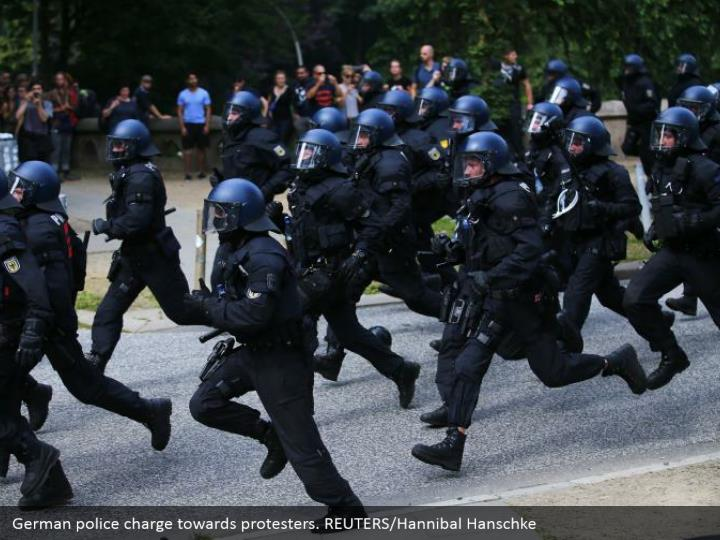 German police charge towards protesters. REUTERS/Hannibal Hanschke