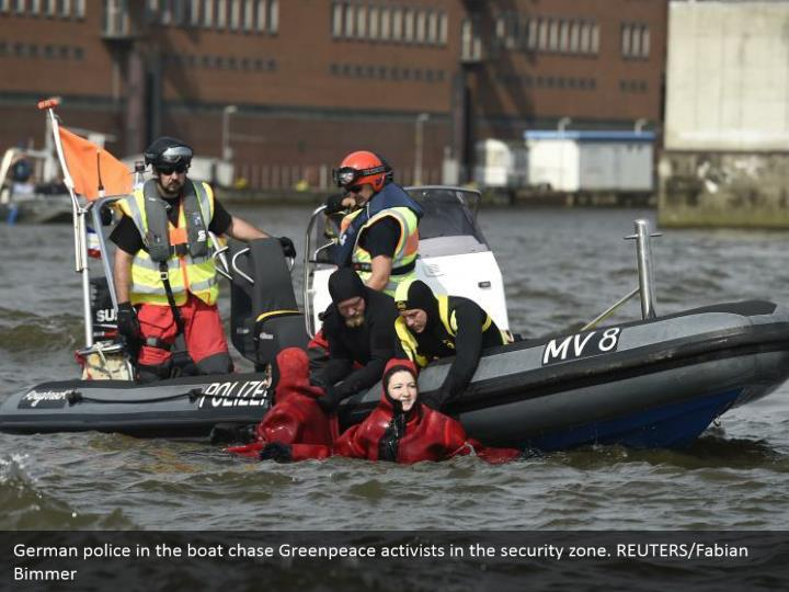 German police in the boat chase Greenpeace activists in the security zone. REUTERS/Fabian Bimmer