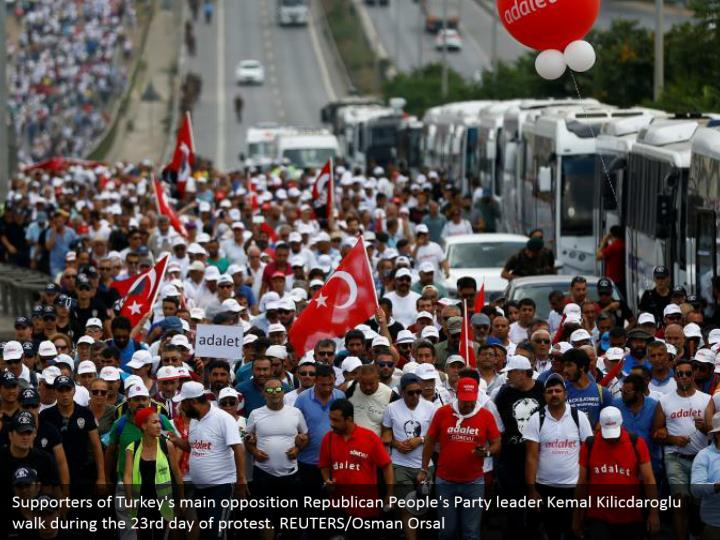 Supporters of Turkey's main opposition Republican People's Party leader Kemal Kilicdaroglu walk during the 23rd day of protest. REUTERS/Osman Orsal