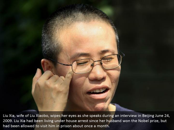 Liu Xia, wife of Liu Xiaobo, wipes her eyes as she speaks during an interview in Beijing June 24, 2009. Liu Xia had been living under house arrest since her husband won the Nobel prize, but had been allowed to visit him in prison about once a month.